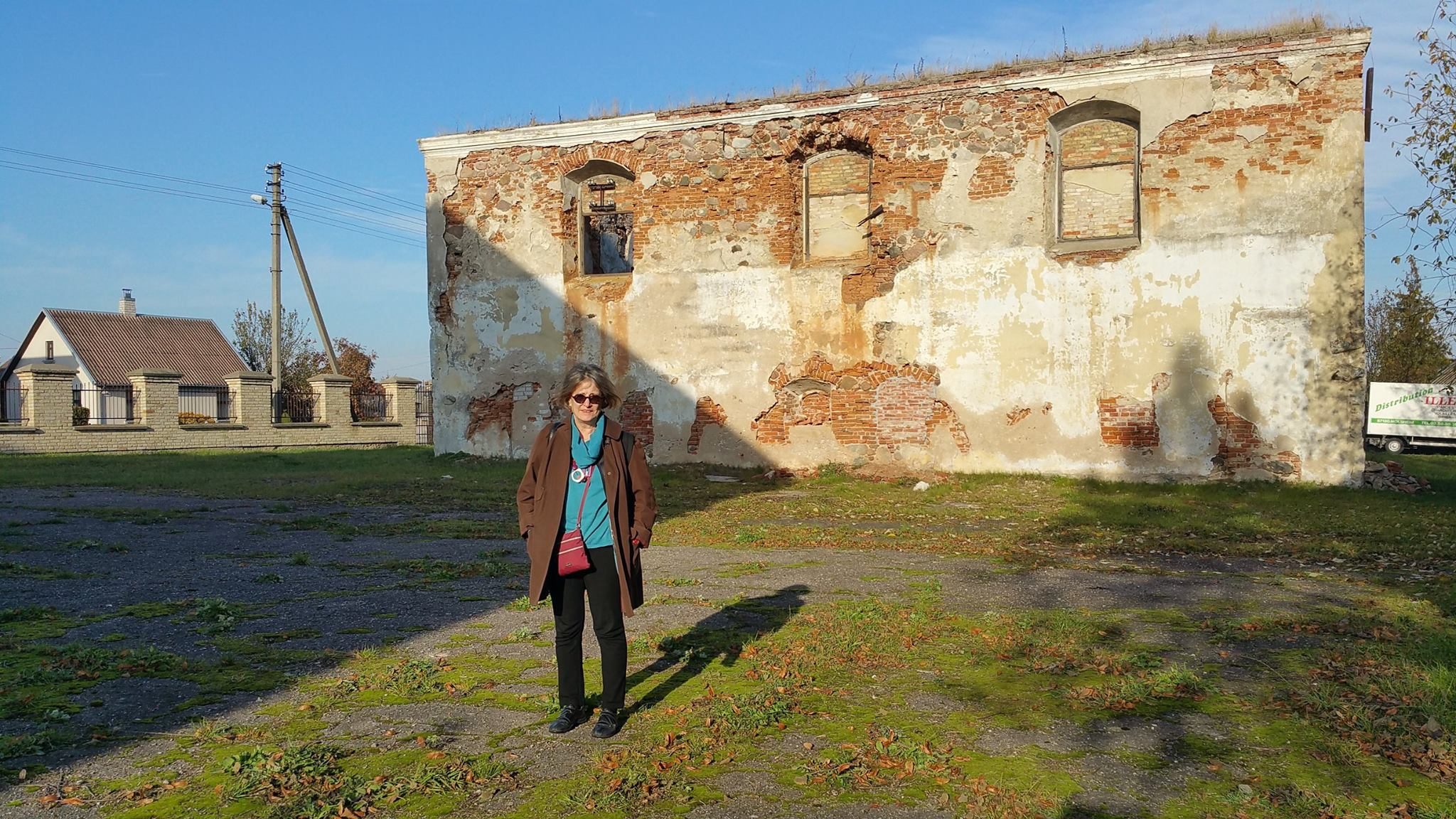 Ruth Ellen Gruber in front of the ruined Great Synagogue in Kalvarija, Lithuania - the town where her great-grandparents were from. Photo: Samuel D. Gruber